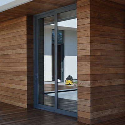 Дом с окном в пол